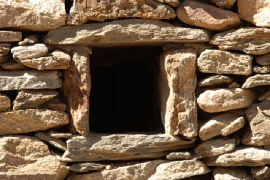 Detalle de una antigua casa de piedra
